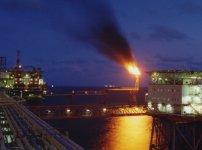 """Điều gì khiến cổ phiếu ngành dầu khí """"dậy sóng"""" trong hơn một tuần qua?"""